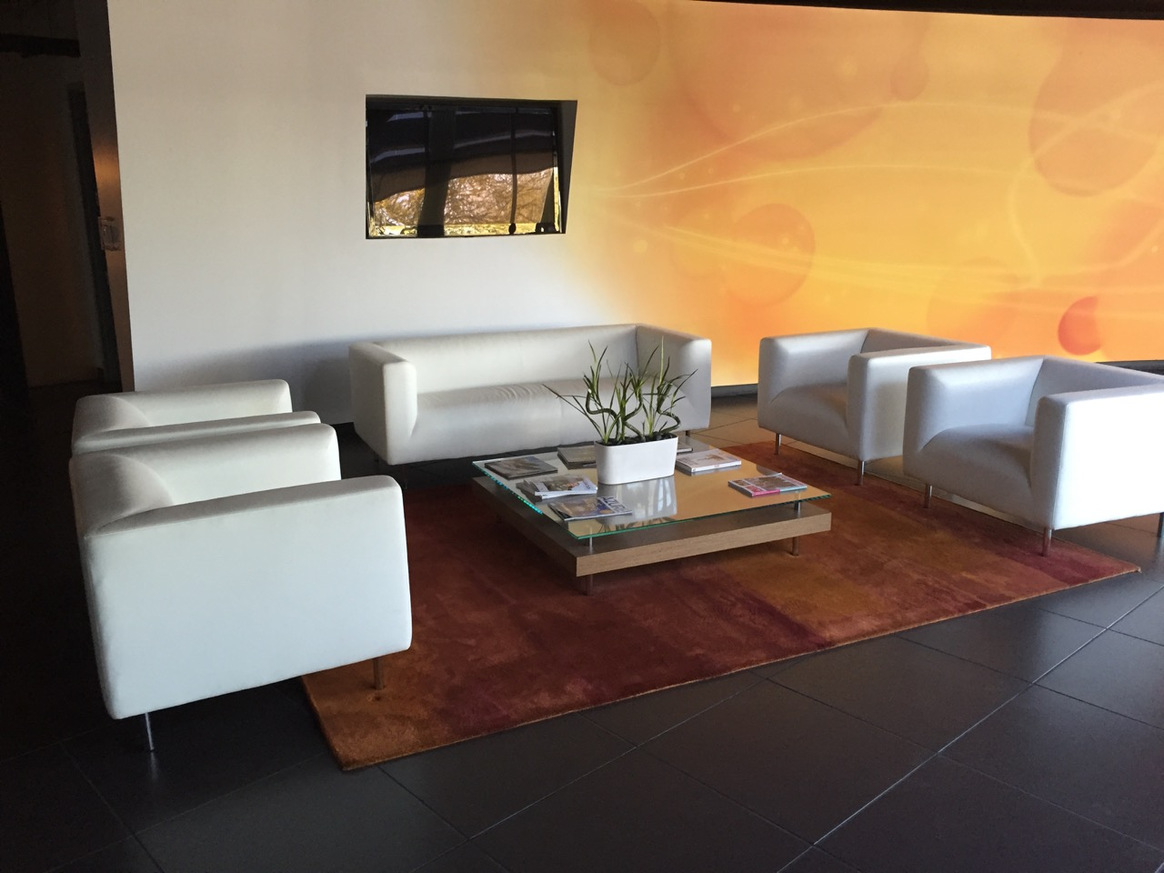 auction offers deals from major office furnishings store